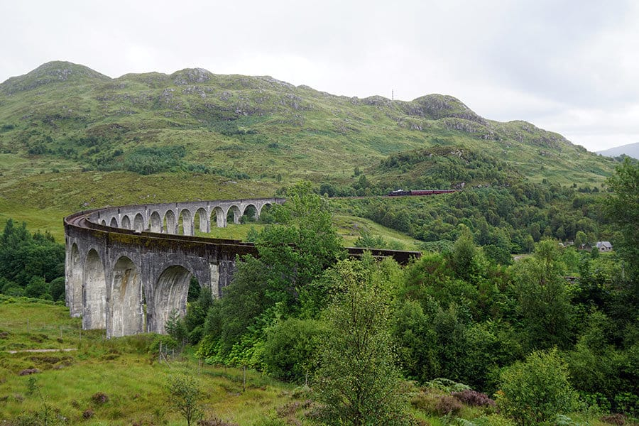 Das Glenfinnan Viadukt - Tipps wie du den Harry Potter Zug erwischst